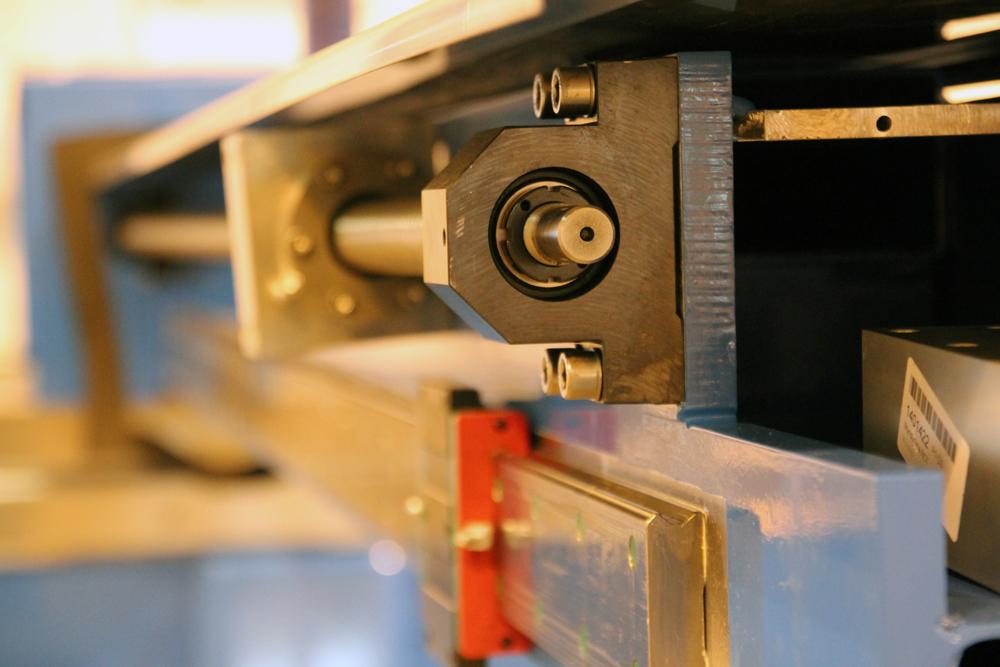 Wasserstrahlschneidanlage-Leistungsstarke-Bewegungssysteme-1