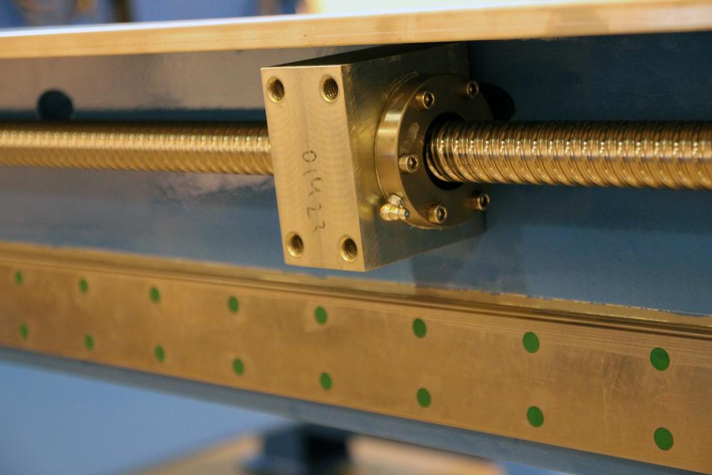Wasserstrahlschneidanlage-Leistungsstarke-Bewegungssysteme-2